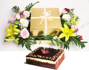 Brownie Cheese cake + Flowers Arrangement
